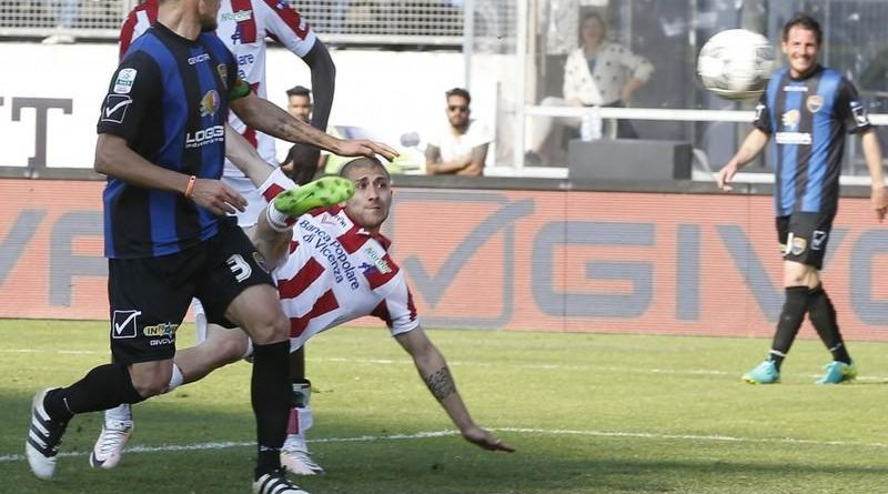 Il gol di De Luca (ph. vicenzacalcio.com)