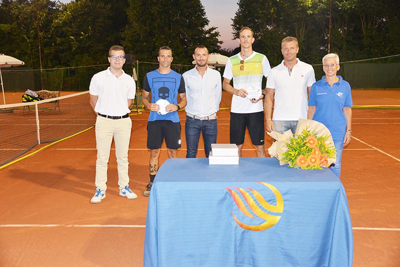 Le premiazioni di Camisano: da sinistra Furegon, Fava, Fracaro, Speronello, Zen e Babbi