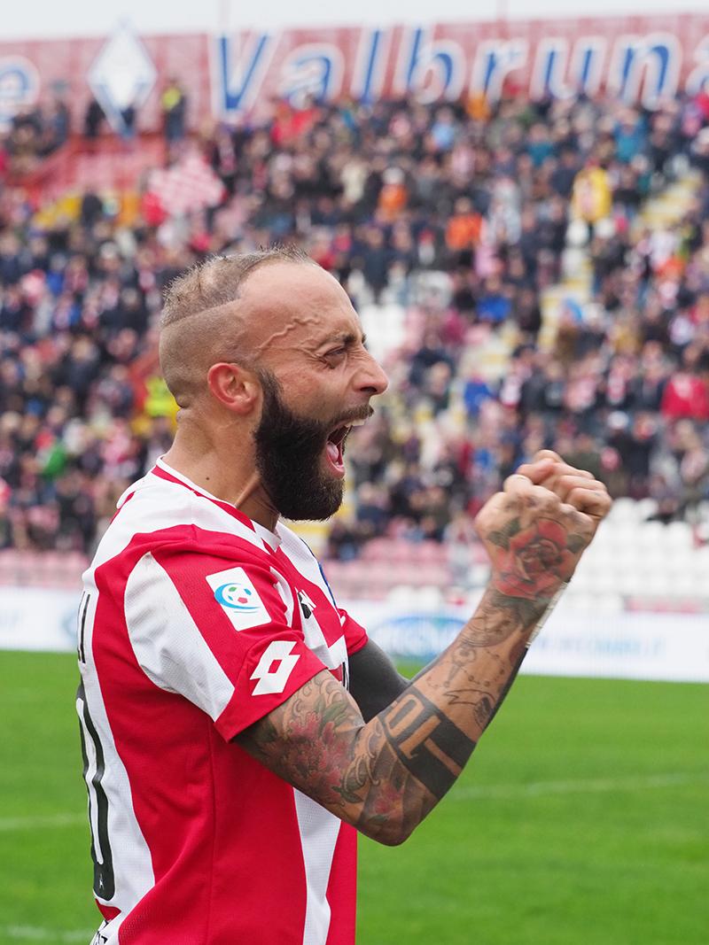 Stefano Giacomelli dopo il gol decisivo in  Vicenza Sambenedettese