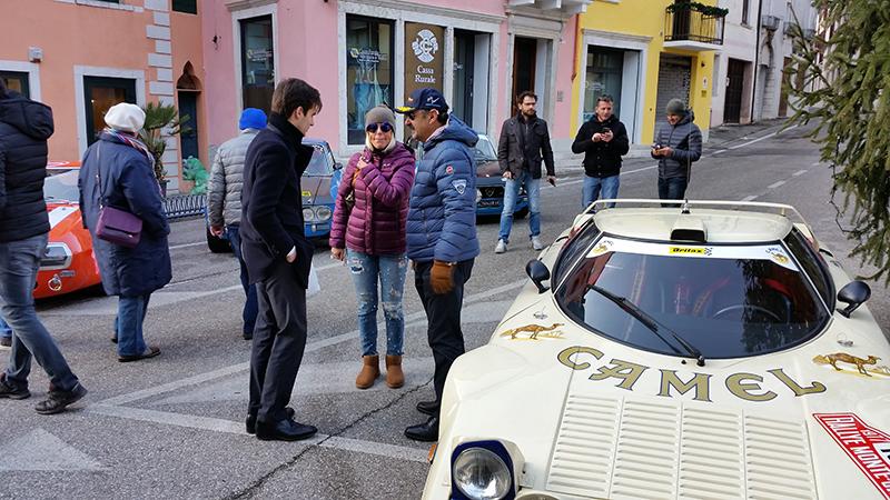 Alberto Battistolli, Lucia Zambiasi e Giorgio Costenaro accanto alla Lancia Stratos