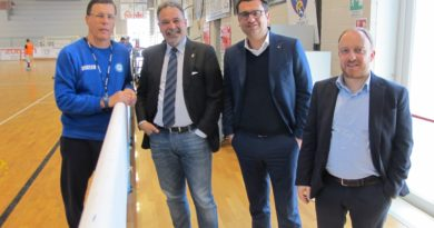 HOCKEY PISTA – Tre sindaci a salutare l'allenatore Franco Vanzo