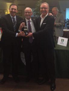 Alessandro Belluscio, vincitore del Torneo, Giulio Marittimi del Golf Club Asolo, Claudio Pasqualin presidente UNVS Vicenza