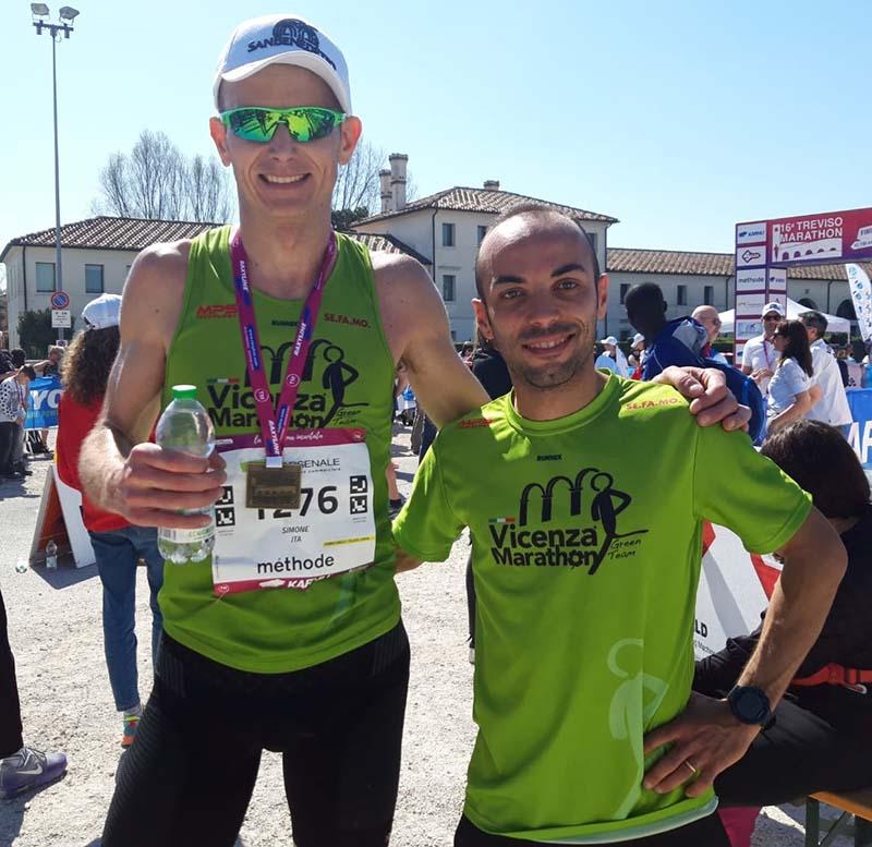 A sinistra Simone Cortiana, neo campione regionale di categoria in maratona, assieme al compagno di squadra Riccardo Trovato, secondo assoluto nella Dieci Miglia