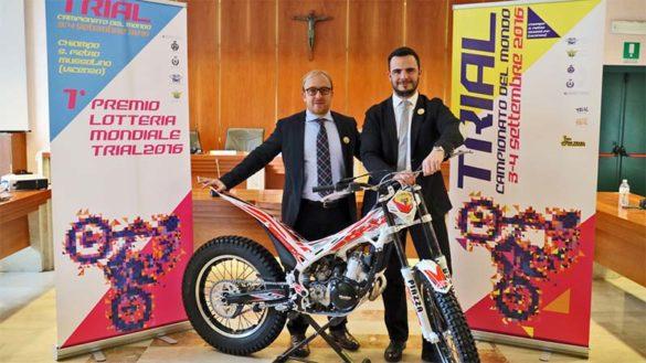 Matteo Macilotti e Gabriele Tasso sindaci di Chiampo e San Pietro  alla presentazione dei campioanti mondiali di trial del 2016